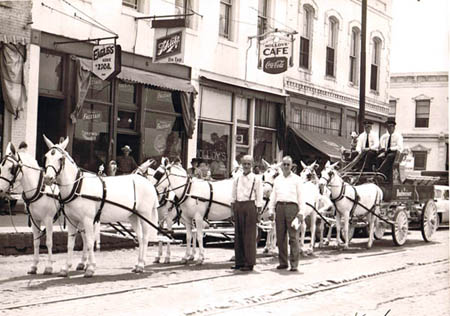 budweiser-mule-team-chicago-1953-450.jpg